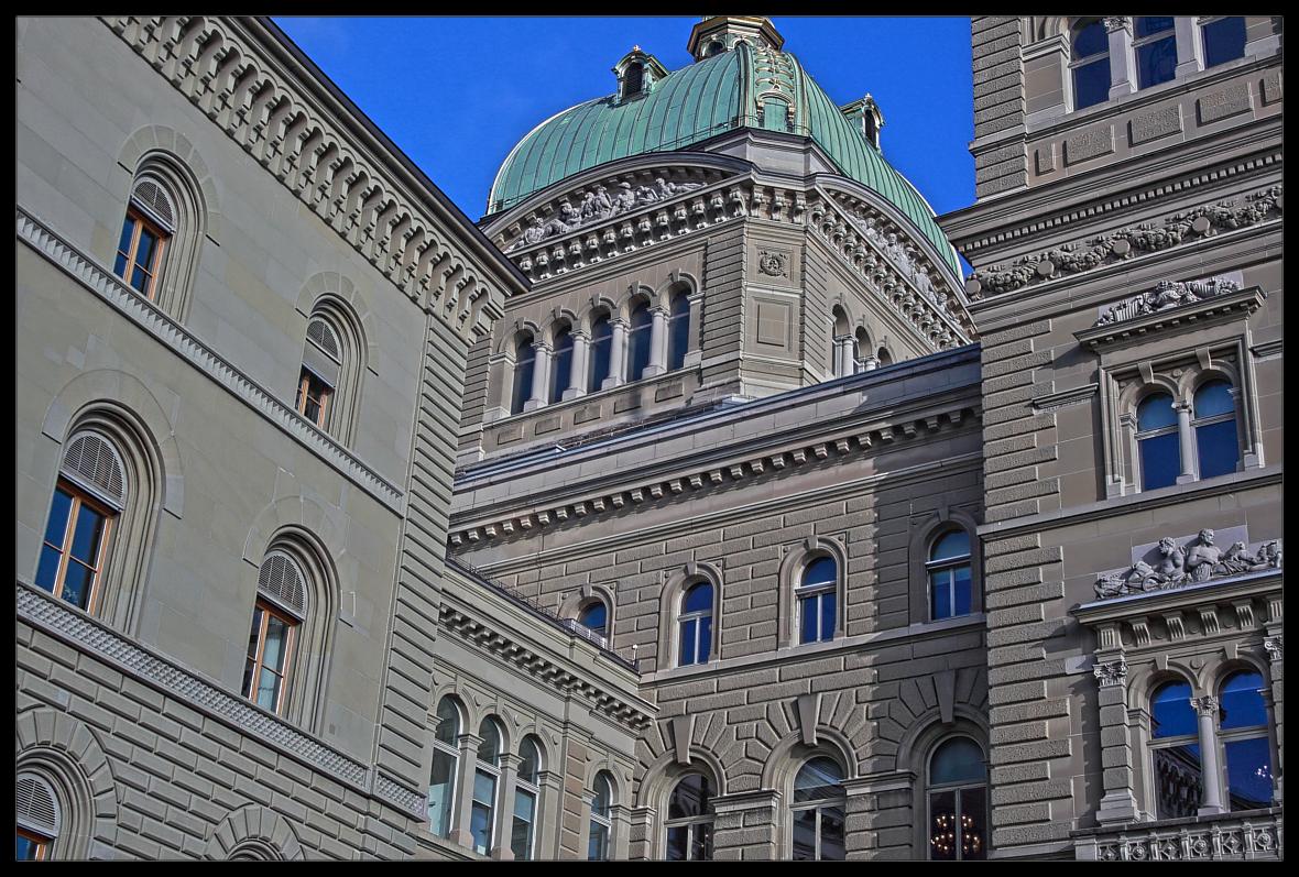Bern, Bundeshaus .. von unten